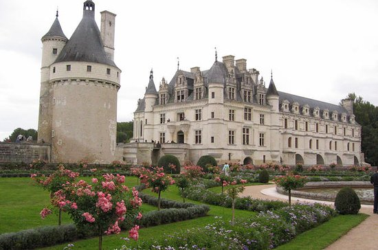Loire Valley Castles Small-Group Tour...