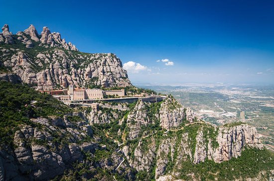 Santa Maria de Montserrat Tour from Barcelona with Train Ride