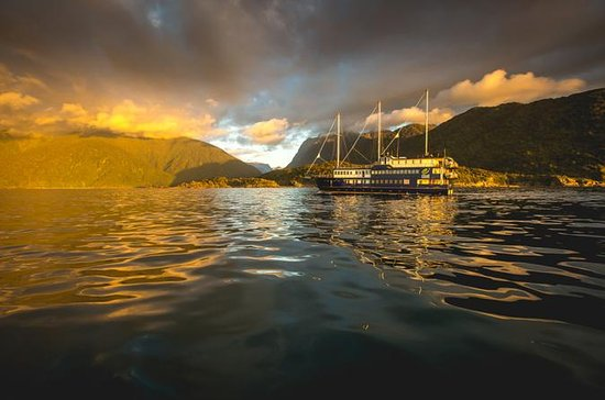 Milford Sound Mariner Overnight...