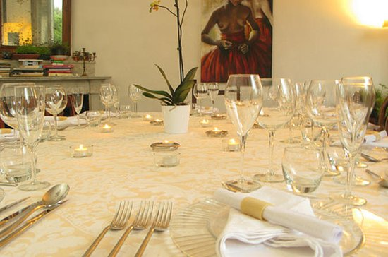 Experience Florence: Tuscan Dinner in...