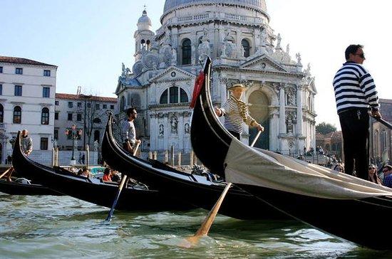 Privattur: Gondoltur med serenade i...
