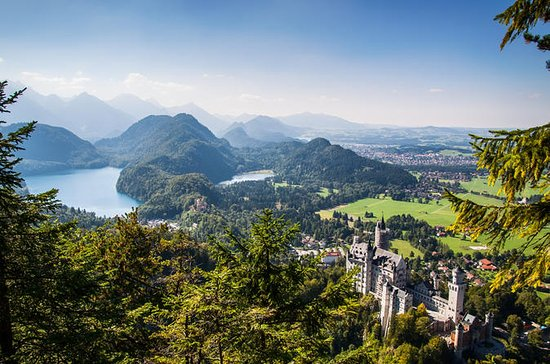 Small-Group Neuschwanstein and ...
