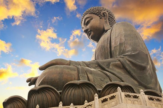 Lantau Island: Giant Buddha at Po...