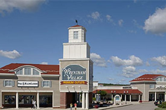 Wrentham Village Premium Outlet from Boston with Transfers
