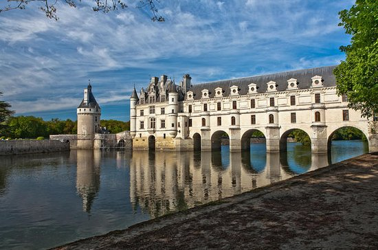 Small-Group Loire Valley Castles Day ...