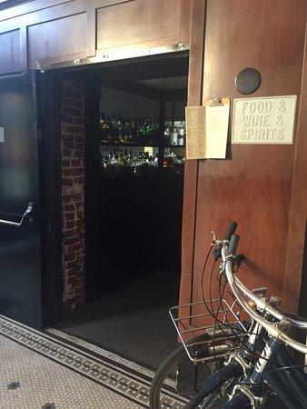 Ace Hotel Portland: ロビーの横にはレストランがあります