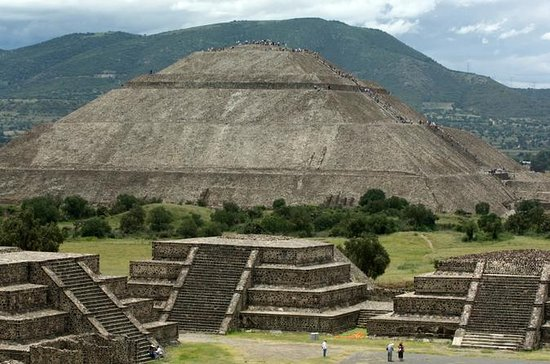 Experience Mexico City: Teotihuacan Pyramids by Metro and Dinner with...