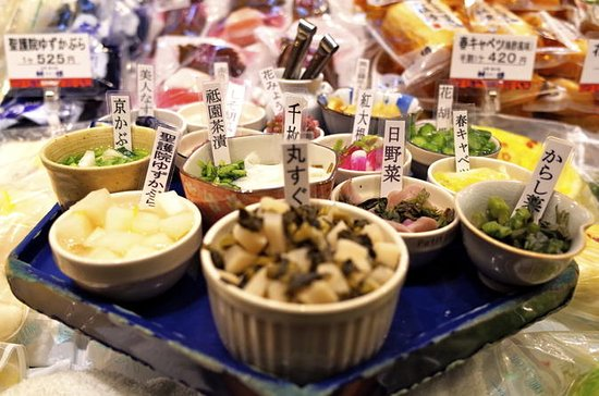 Small-Group Nishiki Market: The Heart...