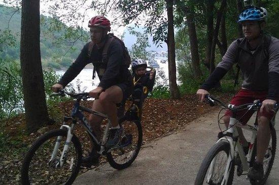 5-Day Yangshuo Family Adventure: Biking, Caving, River Cruise and...
