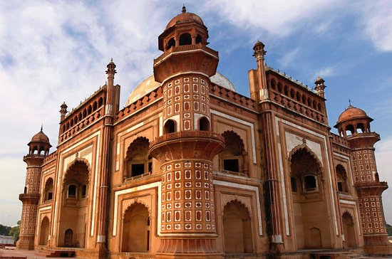 Private Tour: Old and New Delhi in a...