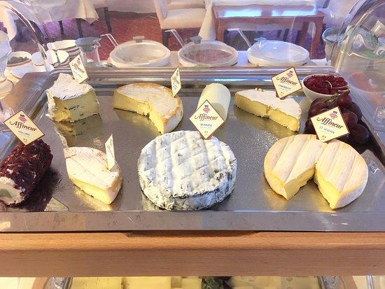 Hotel Schloss Monchstein: Fancy a cheese?
