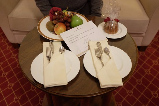 Hotel Schloss Monchstein: Welcome fruit platter.