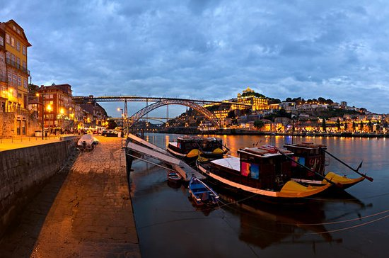 Porto Sightseeing Tour at Night with...