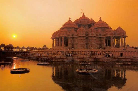 Akshardham Temple Evening Tour med...