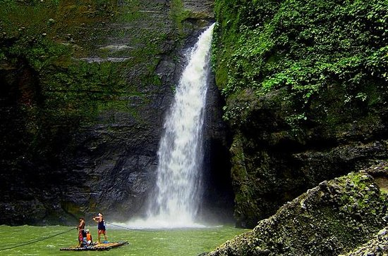 Pagsanjan Falls Dugout Canoe Tour from Manila with Lunch