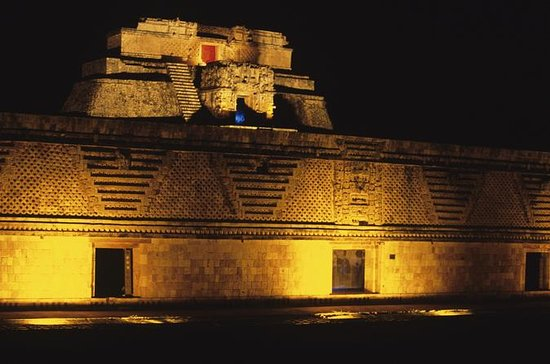 Uxmal Light and Sound Show fra Merida