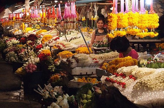 Chiang Mai by Night: Private Tour including Buddhist Chant, Thai...