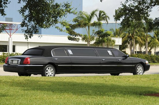 Private Round-Trip Transfer: Freeport Airport to Hotel