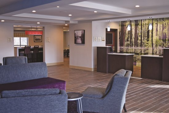 La Quinta Inn & Suites Norwich-Plainfield-Casino Photo