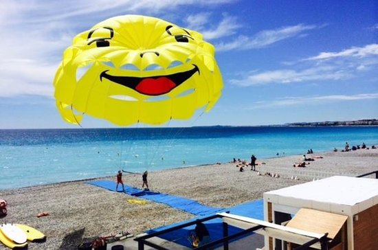 Parasailing in Nizza