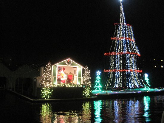 lake coeur d alene cruises santa and the worlds largest floating christmas tree