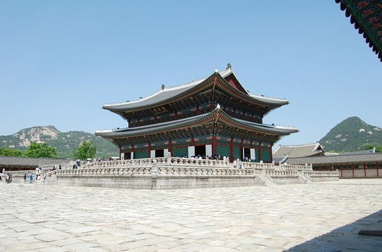 Seoul Day Tour with Jogyesa Temple...