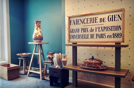 Gien Ceramic-Painting Workshop in...