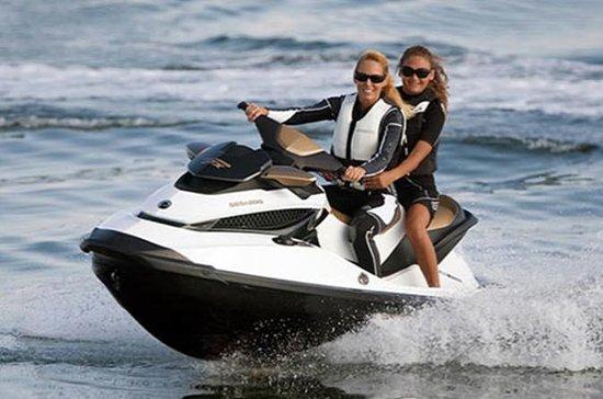 Alquiler de motos de agua en la bahía...