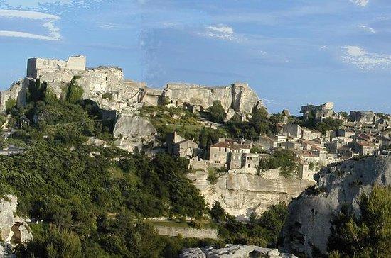 Les Baux de ProvenceとLuberonへの半日ツアー