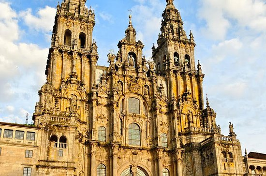 Full-Day Tour to Santiago de ...