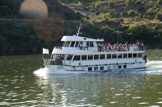 Boat Trip to Régua Through the Douro