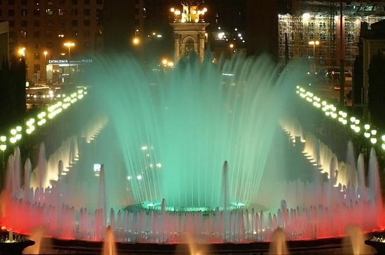 Visita al espectáculo de las Fuente Mágica y noche Gay en Barcelona