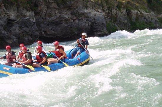 カトマンズからTrisuli川で白水ラフティング