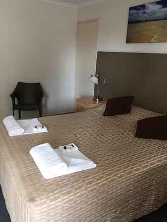 Blue Waters Motel: bedroom