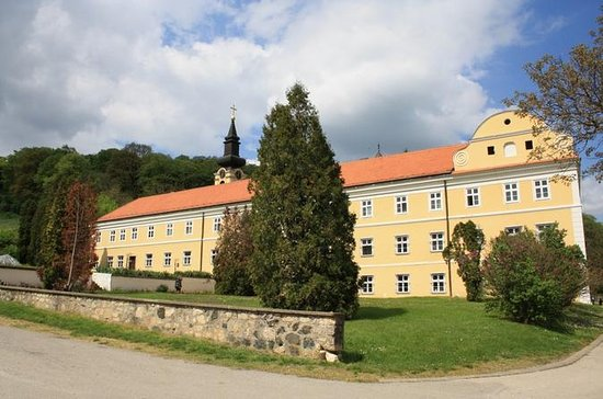 Private Day Tour: Fruska Gora ...