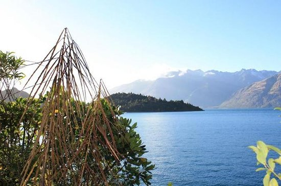 Lake Wakatipu Nature Walking Tour from Queenstown