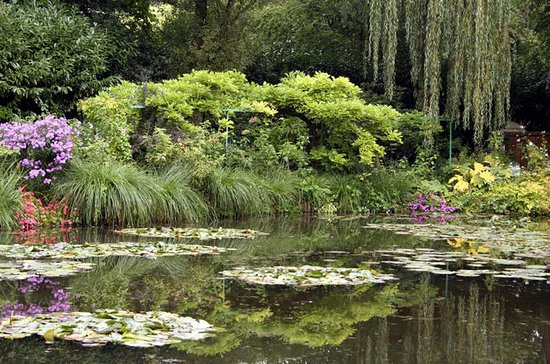 Giverny, Rouen, Honfleur Private Tour...