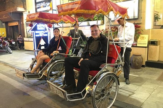 Private Hanoi Full-Day City Tour with...