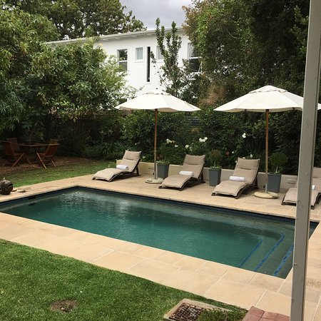 Middedorp Manor: Beautiful, beautiful, beautiful!!! From the grounds to the pool, the lounge and the bead room an