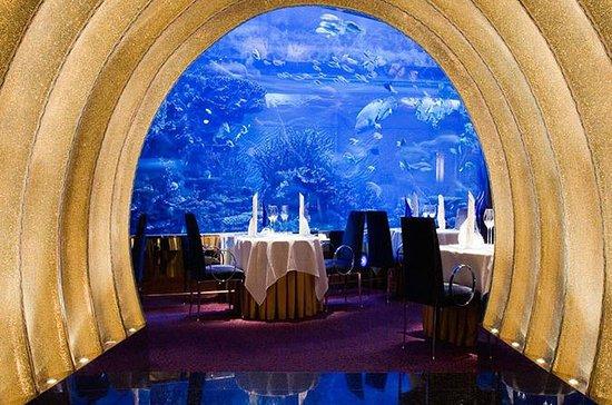 Cena gourmet en Al Mahara, en el...
