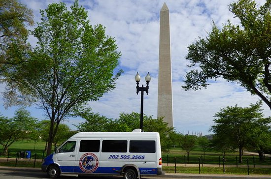 Dynamite Day Tour: Small Group DC Bus