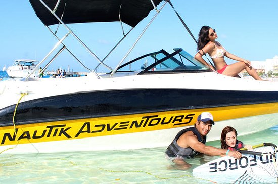 カンクンのウォータースポーツプライベートボートツアー