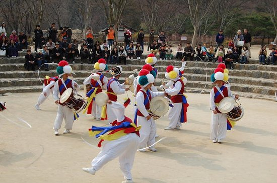 Suwon Hwaseong-fort en Korean Folk ...