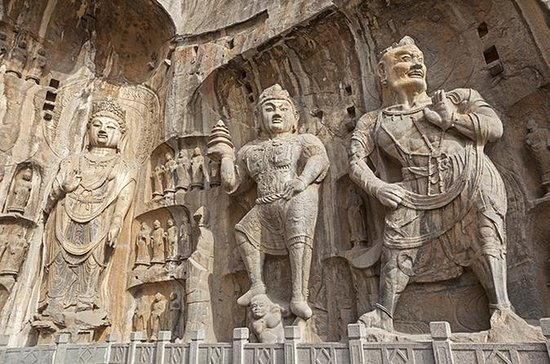 Private Day Tour: Longmen Grottoes ...