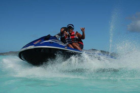 Recorrido en moto de agua en Bora...
