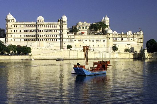 Sunset Boat Cruise op Lake Pichola in ...