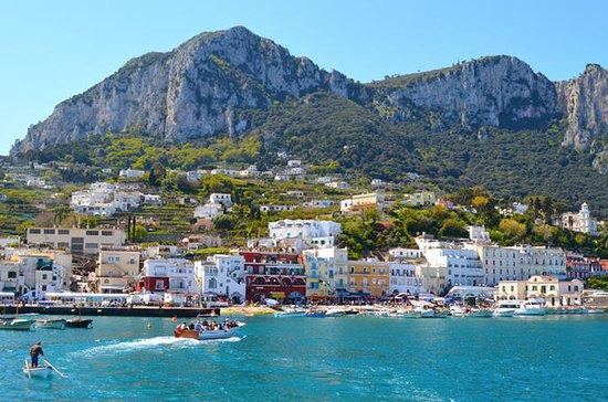 Experiência de barco em Capri saindo...