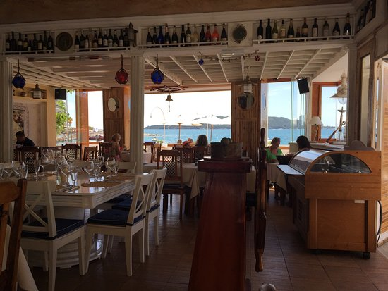 Rafailovici, Μαυροβούνιο: Good food, but a bit overpriced. Seafood and vine is good, but atmosphere and view are even bett