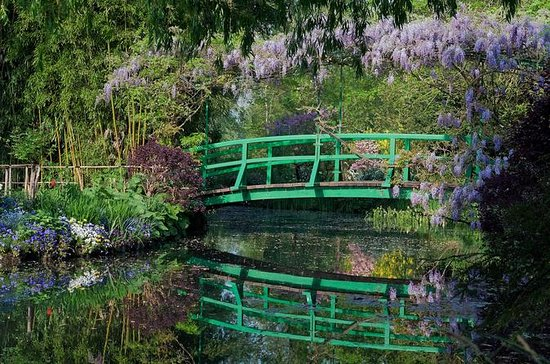 Small Group Tour of Giverny: Claude...