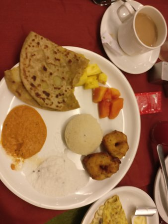 The Verda Saffron: Amazing dinner from near by mall area sea food and breakfast at hotel .....